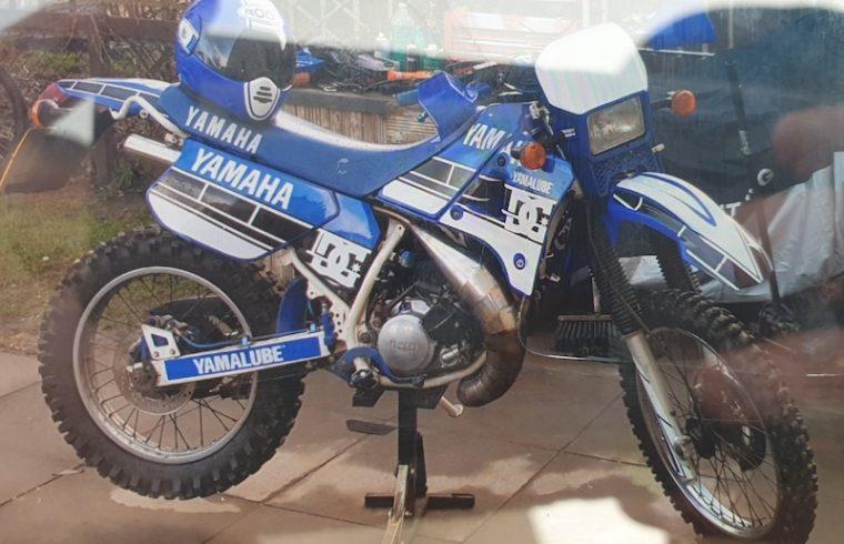 blue and white Yamaha DTR 125cc